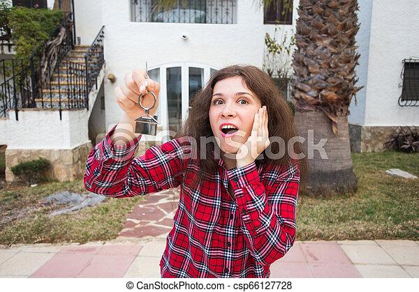 verklig, begrepp, egendom, stämm, hus, -, ung kvinna, färsk, främre del, hem, egenskap, lycklig - csp66127728
