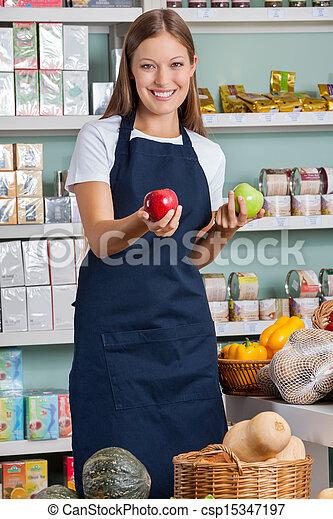 verkoopster, appeltjes , supermarkt, vasthouden - csp15347197