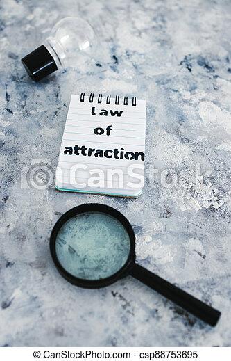 verre, mindset, ampoule, attraction, magnifier, bloc-notes, symbole, lumière, droit & loi, décalage, introspection - csp88753695