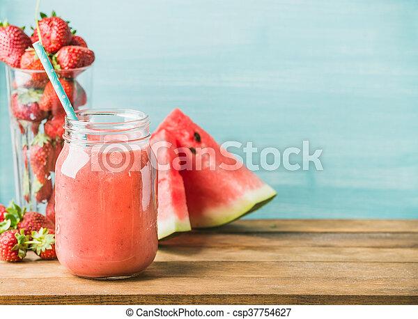 verre, smoothie, mélangé, pot, paille, fruit, fraîchement, rouges - csp37754627