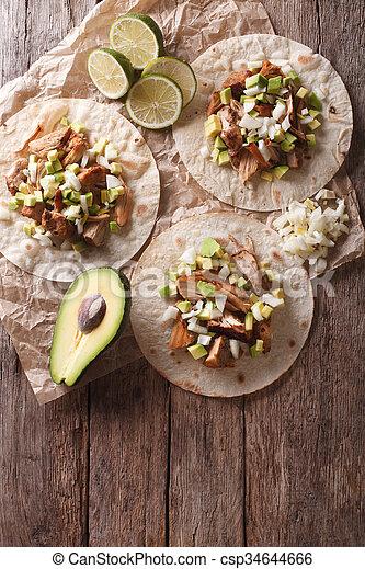 verticaal, avocado., carnitas, food:, aanzicht, uien, bovenzijde, tortilla, mexicaanse  - csp34644666