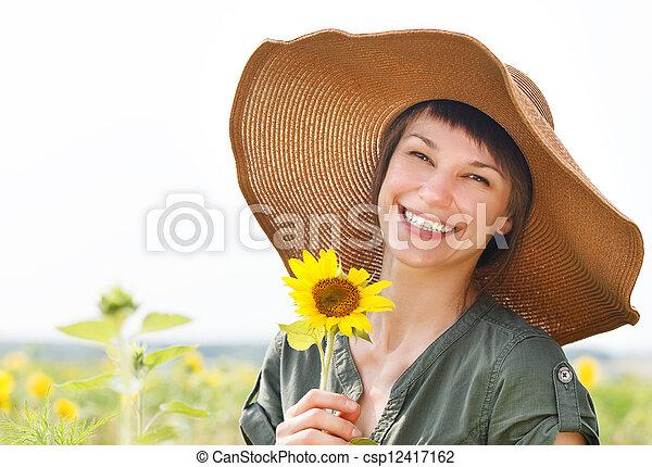 verticaal, glimlachende vrouw, jonge, zonnebloem - csp12417162