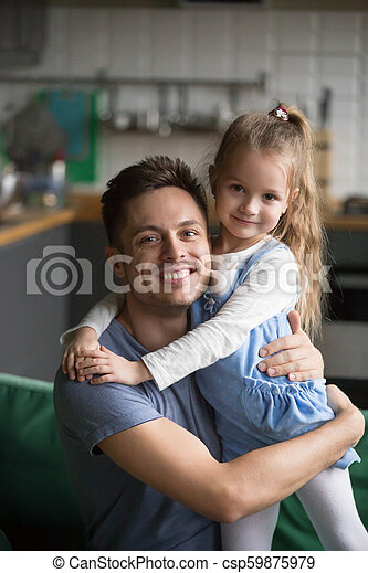 61274f61 Vertical portrait of happy kid daughter embracing father at home ...