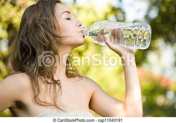 Very thirsty. - csp11043191