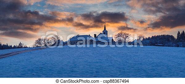 vesnice, hoblík, církev, nebe, překrásný, kopec, republika, čech, západ slunce, vezovata, zima - csp88367494