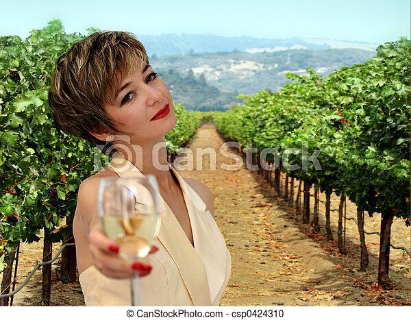 Mujer en el viñedo - csp0424310