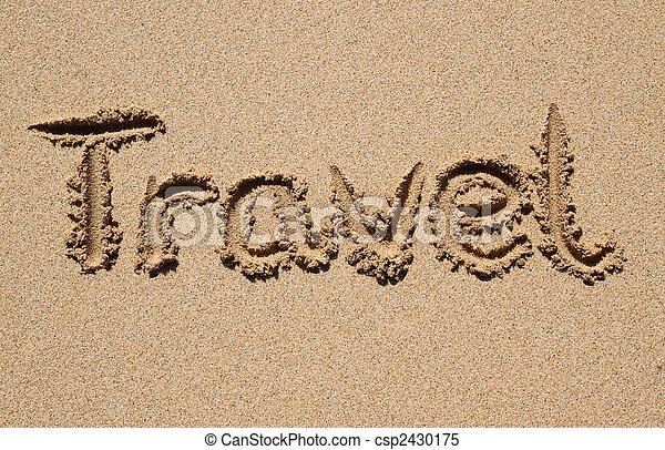 Viajes escritos en una playa de arena. - csp2430175