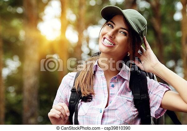 Una mujer viajera - csp39810390