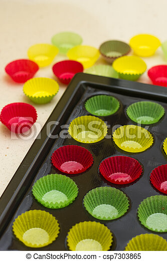 Vibrant cupcake wrappers (backing cups) in silicon/metal  tray - csp7303865