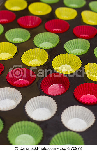 Vibrant cupcake wrappers (backing cups) in silicon/metal  tray - csp7370972