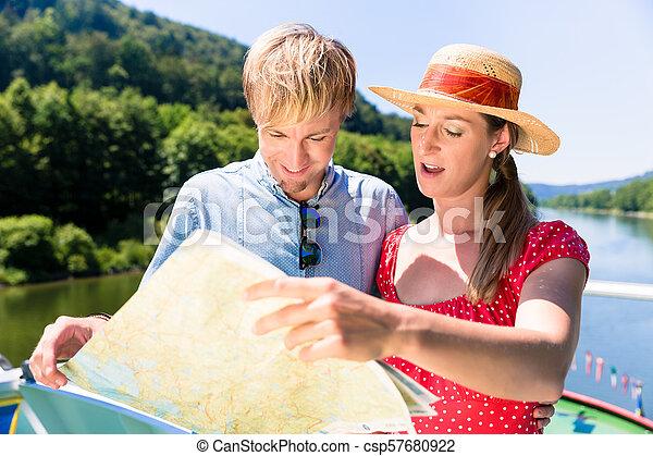 vidám párosít, folyó, cirkálás - csp57680922