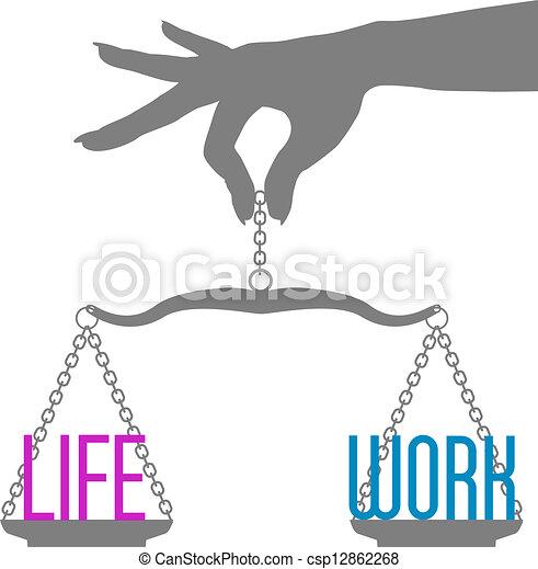 La persona balancea la vida en escalas - csp12862268