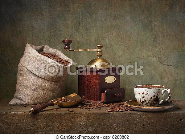 Toda la vida con taza de café y molinillo - csp18263802