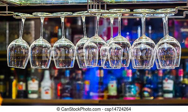 Un vaso de vino en el estante - csp14724264