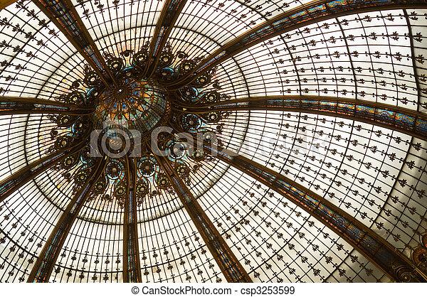 Una cúpula de vidrio manchada - csp3253599
