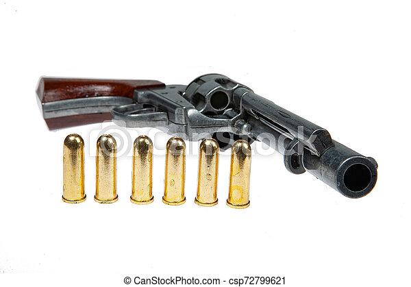 Un revólver viejo y cartuchos - csp72799621