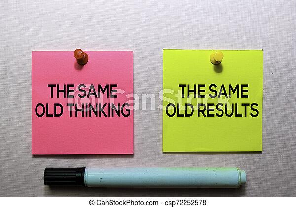 El mismo pensamiento de siempre y los mismos resultados texto en notas pegajosas aisladas en el escritorio de la oficina - csp72252578