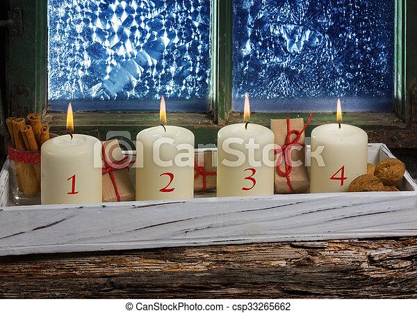 Vier dekoration fenster advent kerzen stockbild - Dekoration advent ...