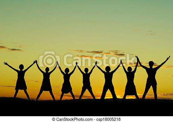 vieren, gelukkige vrouwen - csp18005218