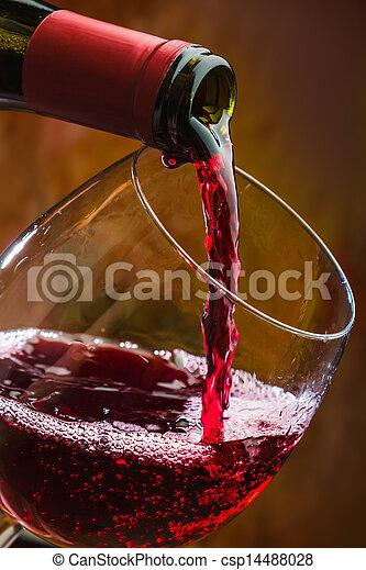 vierte, botella de vidrio, vino - csp14488028