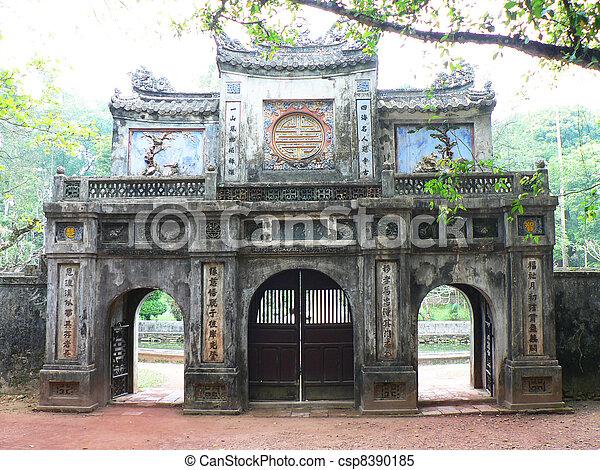 Templo en Vietnam. - csp8390185