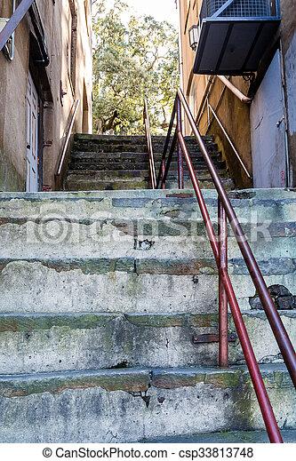 vieux, métal, haut, béton, étapes, balustrade, rouges - csp33813748