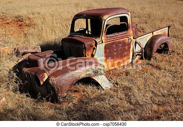 vieux rouill camion pick up vieux naufrage rouill champ camionnette dehors. Black Bedroom Furniture Sets. Home Design Ideas
