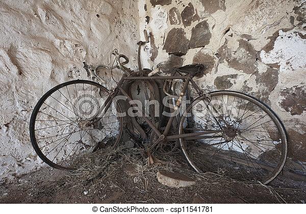 vieux, rouillé, vélo - csp11541781