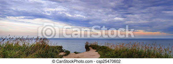 View of Lake Ontario from Scarborough Bluffs - csp25470602