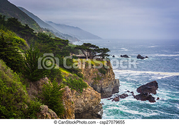 View of the Pacific Coast in Big Sur, California. - csp27079655