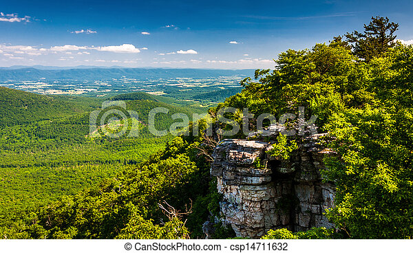 View of the Shenandoah Valley and cliffs seen from Big Schloss in George Washington National Forest, Virginia. - csp14711632