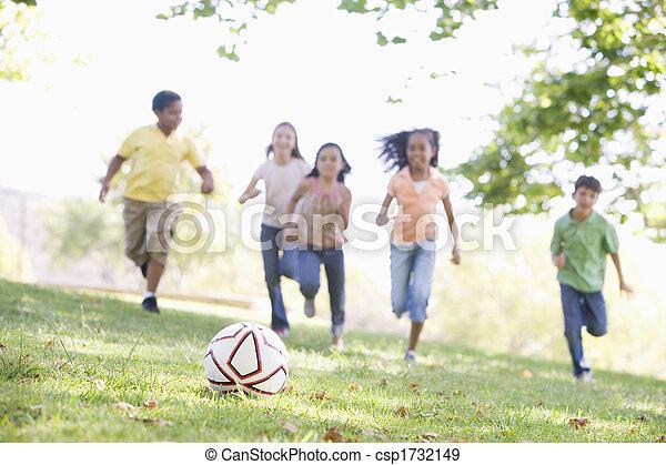 vijf, voetbal, vrienden, jonge, spelend - csp1732149