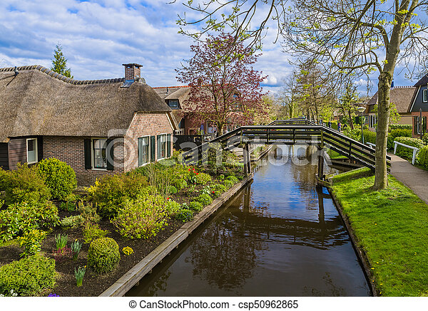 village giethoorn pays bas typique hollandais pays bas village giethoorn architecture. Black Bedroom Furniture Sets. Home Design Ideas