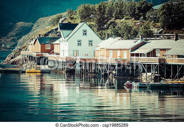 village, lofoten, rorbu, traditionnel, norvégien, rouges, peche, reine, typique, norvège, îles, huttes - csp19885289