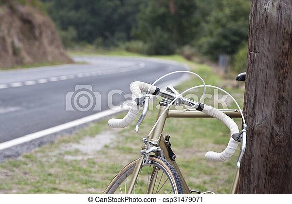 vinobraní, jezdit na kole - csp31479071