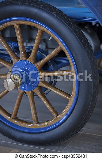 Vintage 1904 Automobile Spoked Wheel - csp43352431