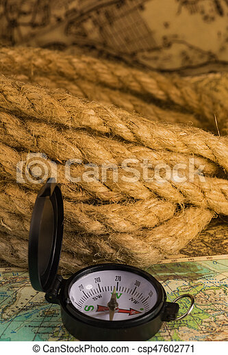 Vintage compass with rope - csp47602771