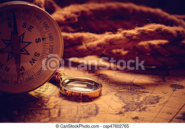Vintage compass with rope - csp47602765