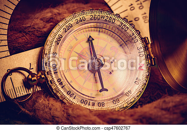 Vintage compass with rope - csp47602767