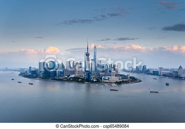 Vista aérea de Shanghai Shanghai al atardecer - csp65489084