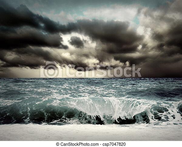 Vista de la tormenta - csp7047820