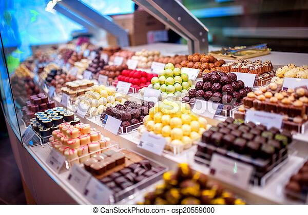 vitrine bonbons chocolat bonbons truffes magasin photographie de stock rechercher des. Black Bedroom Furniture Sets. Home Design Ideas
