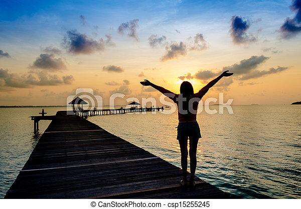 vivant, femme, sain, pier., insouciant, vitalité, vacances, concept, coucher soleil - csp15255245