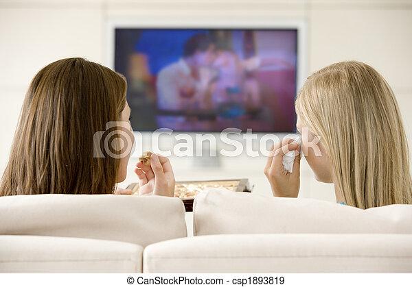 vivant, tã©lã©viseur, manger, salle, regarder, chocolats, deux femmes - csp1893819