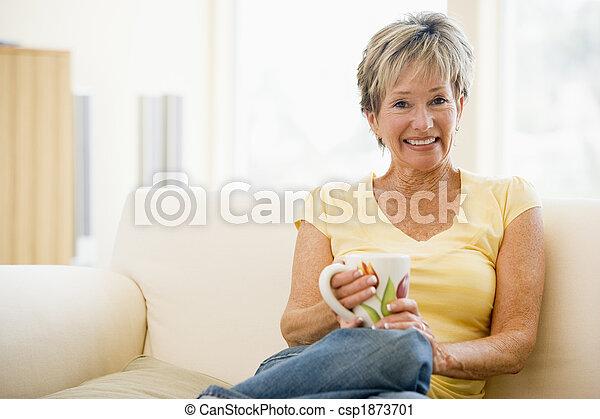 vivente, caffè, donna, stanza, seduta, sorridente - csp1873701