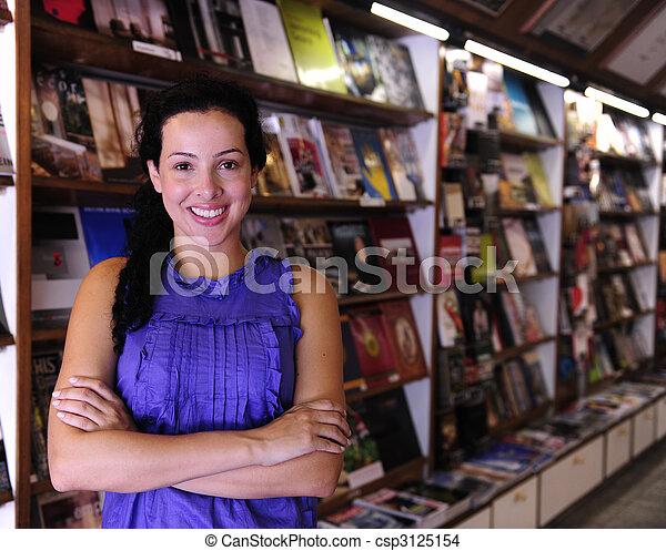 vlastník, knihkupectví, šťastný - csp3125154