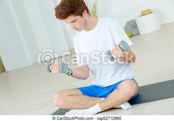 vloer, jonge, gewichten, vasthouden, man, sat - csp52712960