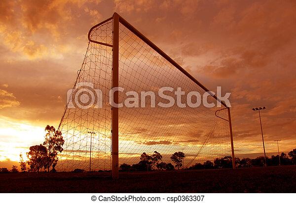 voetbal, ondergaande zon  - csp0363307