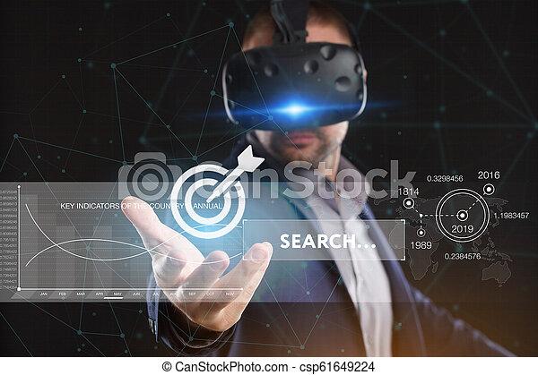 voit, réseau, fonctionnement, inscription:, concept., jeune, virtuel, business, internet, homme affaires, technologie, réalité, lunettes - csp61649224