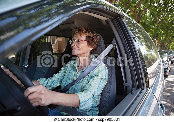voiture, femme souriante, personne agee, conduite - csp7905681